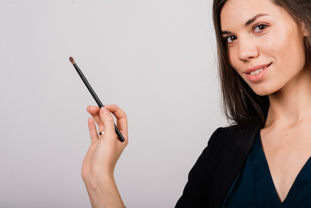 Cosmetologist beautician holding a tool in her hands, permanent makeup master, permanent makeup, tattoo pen, close up