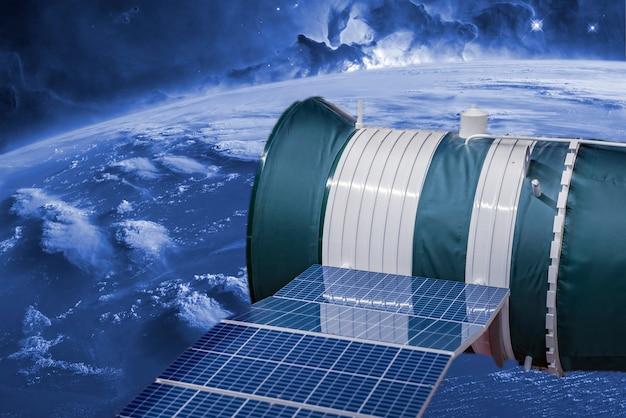 Космическая автостанция в космосе. вид на галактику b. элементы этого изображения предоставлены наса