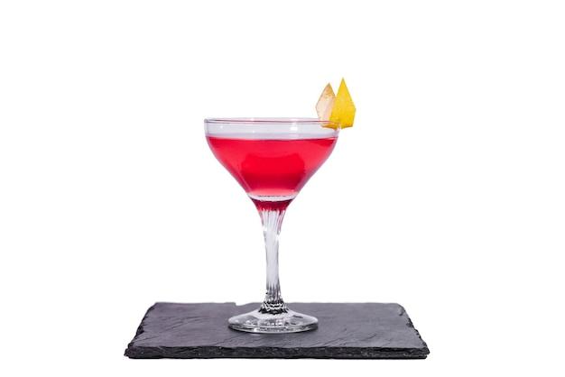 Космополитичный коктейль, изолированные на белом фоне