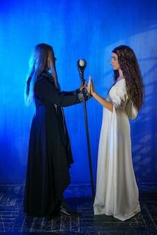 코스프레 수녀와 마술사