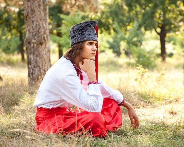 国民のウクライナのドレスのコサック。