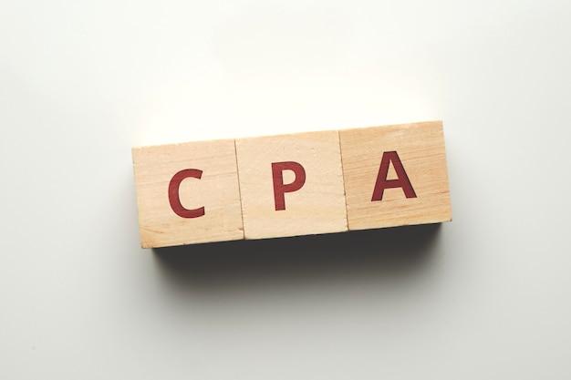 Модель оплаты интернет-рекламы cost per action cpa на деревянных блоках.