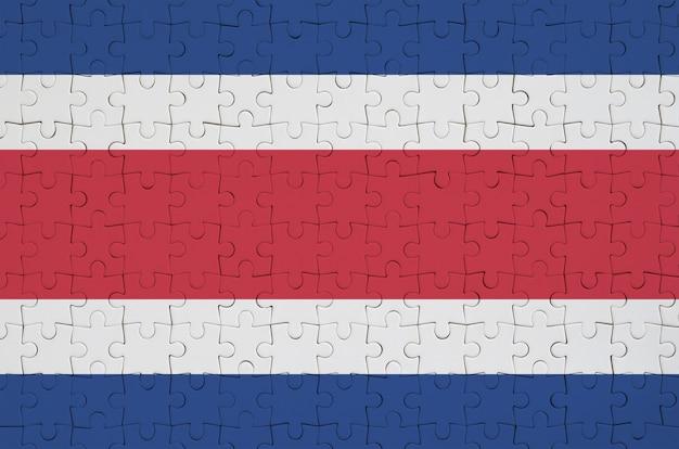 코스타리카 깃발은 접힌 퍼즐에 그려져 있습니다