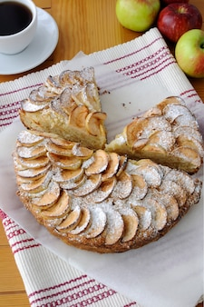 사과와 계피를 곁들인 코티지 치즈와 애플 파이