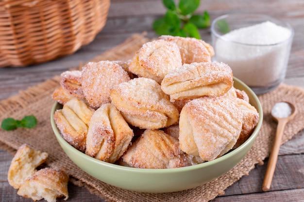 Творог и сахарное печенье гусиные лапки. рецепт пасхи