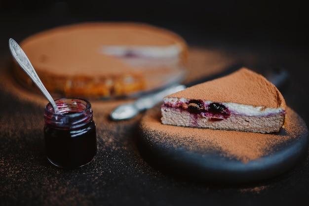 Творожная запеканка или чизкейк с какао и джемом
