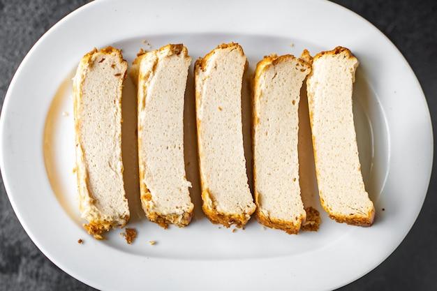 テーブルの上のコテージチーズキャセロールプディングミルクケーキ健康食品食事スナックコピー宇宙食