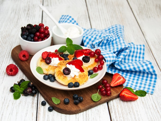 Cottage cheese pancake with berries