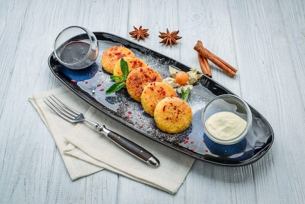 Cottage cheese pancakes on a plate. healthy and diet breakfast. on the wooden table