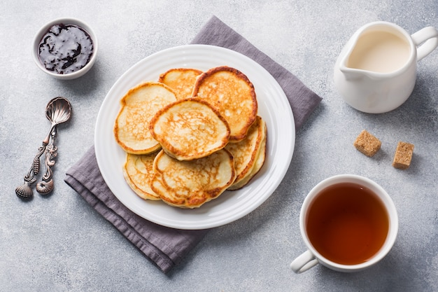 Cottage cheese pancakes with jam and tea.