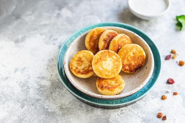 Творог сладкий блинчик чизкейк творожный завтрак десерт сырники здоровое питание, вид сверху