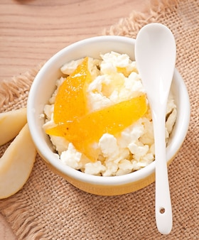 Cottage cheese with pear jam in a bowl