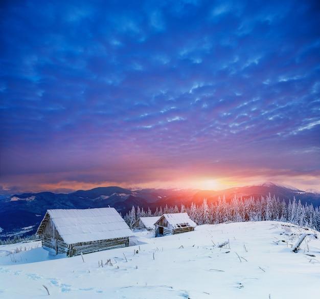 Коттедж в снежных горах