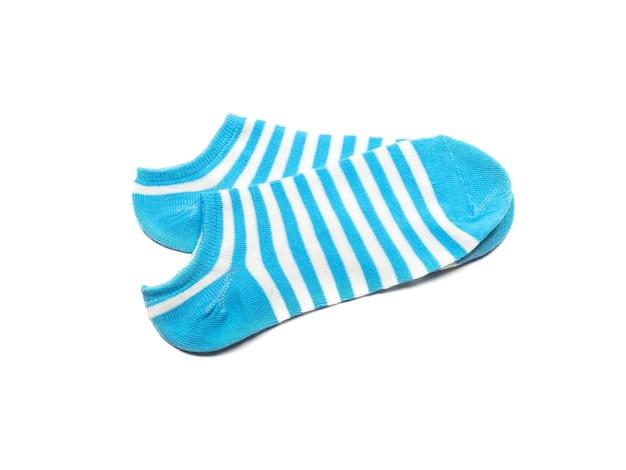 Хлопковые носки, изолированные на белом фоне