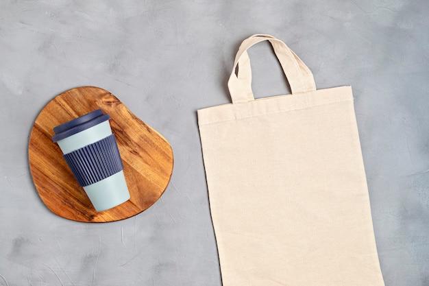 コットントートバッグと再利用可能なコーヒーカップ環境にやさしいライフスタイル