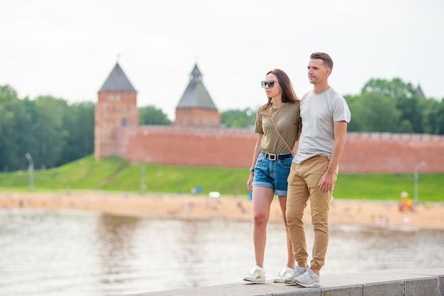 Coulpe на летней набережной в санкт-петербурге