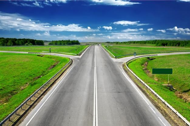 Проселочная дорога до горизонта