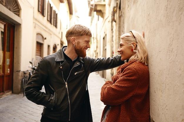 La coppia si incontra in città