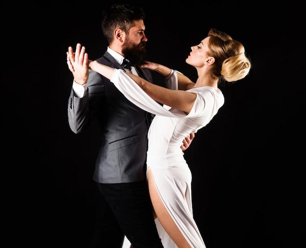 커플댄스. 볼룸댄스. 춤, 살사, 탱고, 왈츠. 부드러운 열정에 커플입니다.