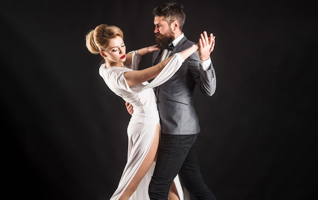 커플 댄스 탱고. 볼룸댄스. 열정과 사랑 개념입니다.