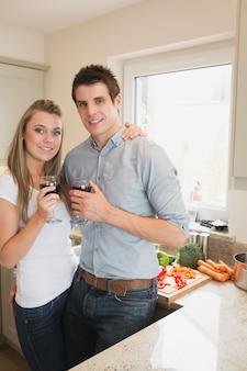 キッチン、カップル、飲む、ワイン