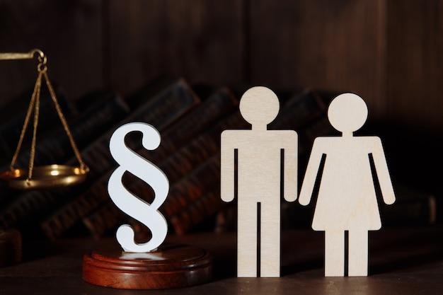 Couple figures with judge gavel