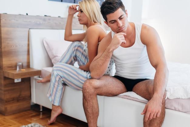 그들의 성욕을 결속시키고 젊어지게 하는 데 문제가 있는 커플