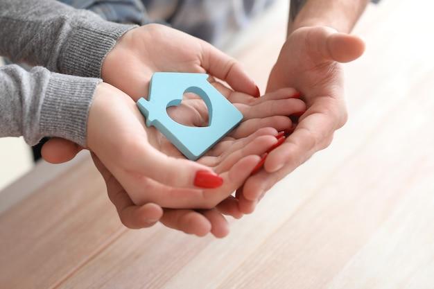 집의 커플 지주 그림입니다. 재산 보험 개념