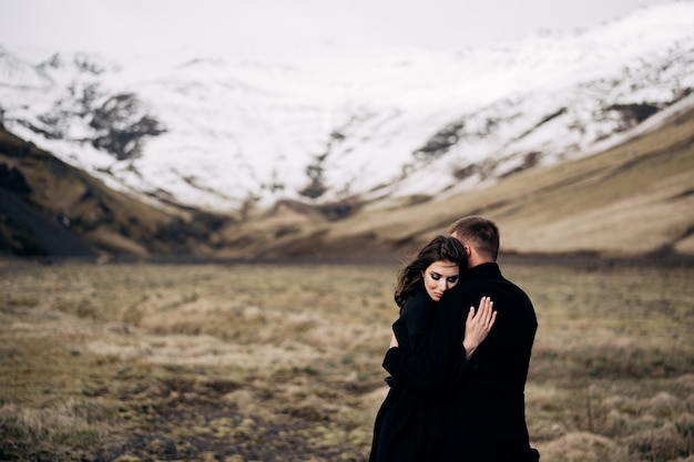 Couple hugging over a snowy mountains Premium Photo