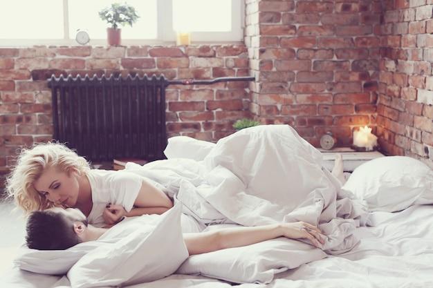 Пара в постели