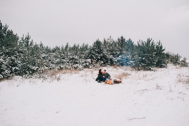 キャンプファイヤーの恋人。冬
