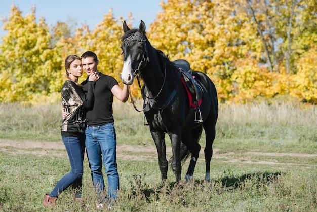 馬と恋にカップル