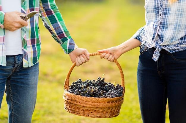 ブドウ園のカップル