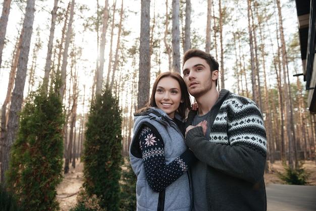 숲에서 찾는 커플