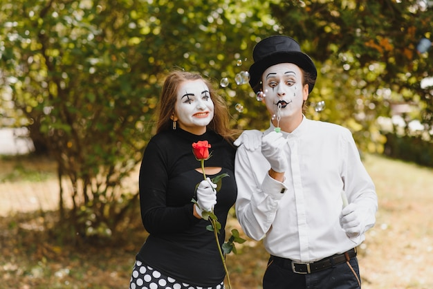 A couple of merry mimes.