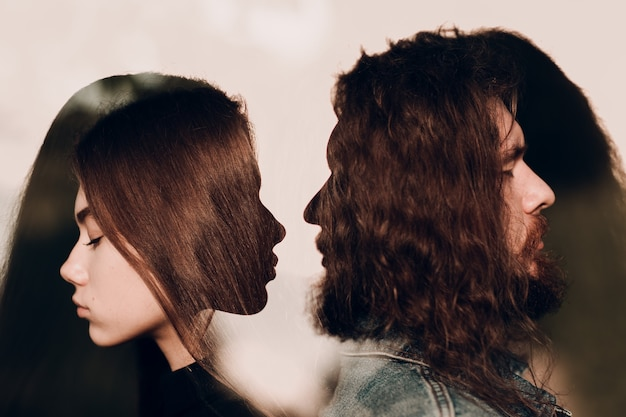 若い男性と女性の肖像画のカップル。関係、愛と憎しみの概念