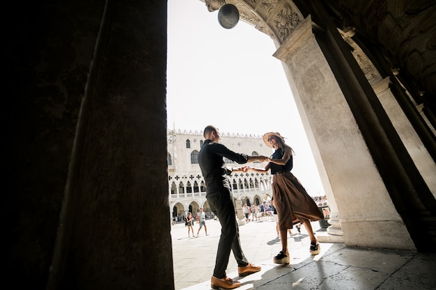 베니스에서 신혼 여행 커플