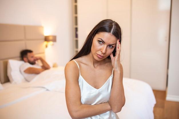 Пара ссорится из-за ревности в отношениях