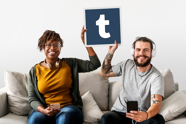 Couple showing a tumblr icon