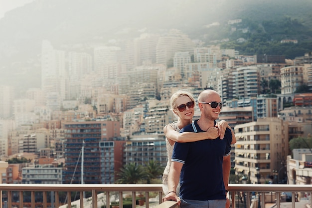 Couple in sunglasses standing at parapet