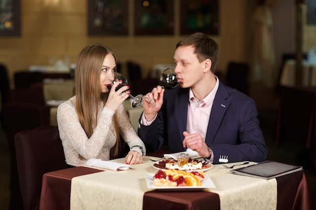 Couple toasting wineglasses in a luxury restaurant.
