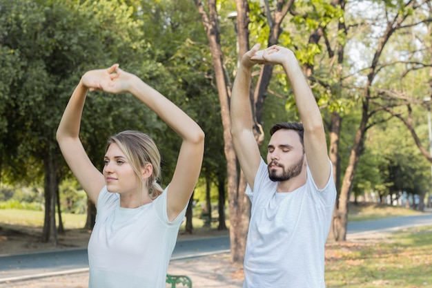 Couples are exercising in the park.