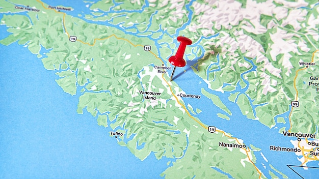 Courtenay british columbia on a map showing a red pin