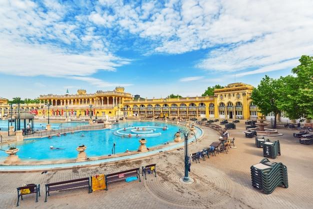 Внутренний двор купален сечени, венгерский термальный комплекс и спа-процедуры.