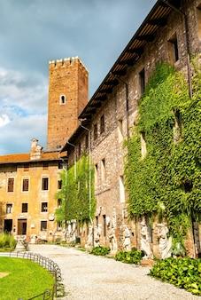 비 첸차에있는 테 아트로 올림 피코의 안뜰. 이탈리아의 유네스코 세계 유산