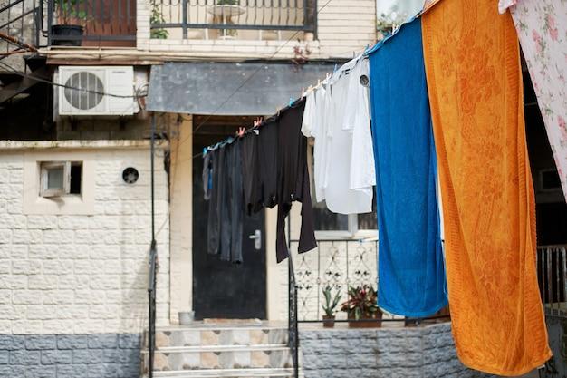 Двор, где сушат одежду