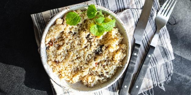 Кускус, овощи и специи, без мясной закуски, свежая порция, органическое полезное блюдо