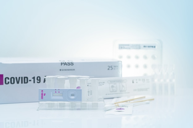 鼻腔スワブのためのcovid19抗原自己検査コロナウイルスを検出するための家庭用の抗原検査キット