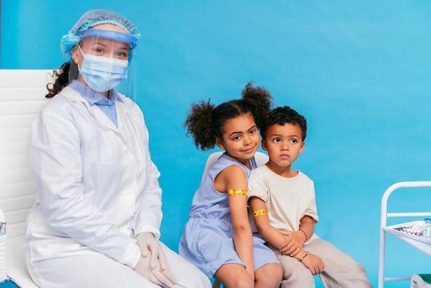 병원에서 covid-19 (코로나 바이러스) 예방 접종 캠페인