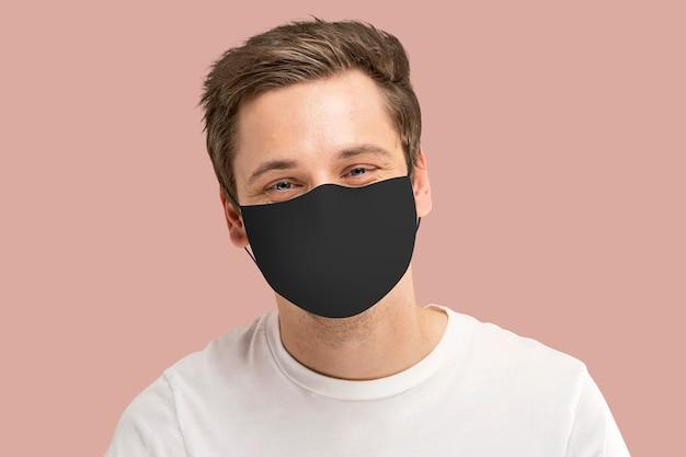 Covid-19フェイスマスクアメリカ人男性の顔のクローズアップ